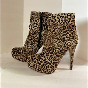 Just Fabulous Leopard Print Stilettos Size 6. S76
